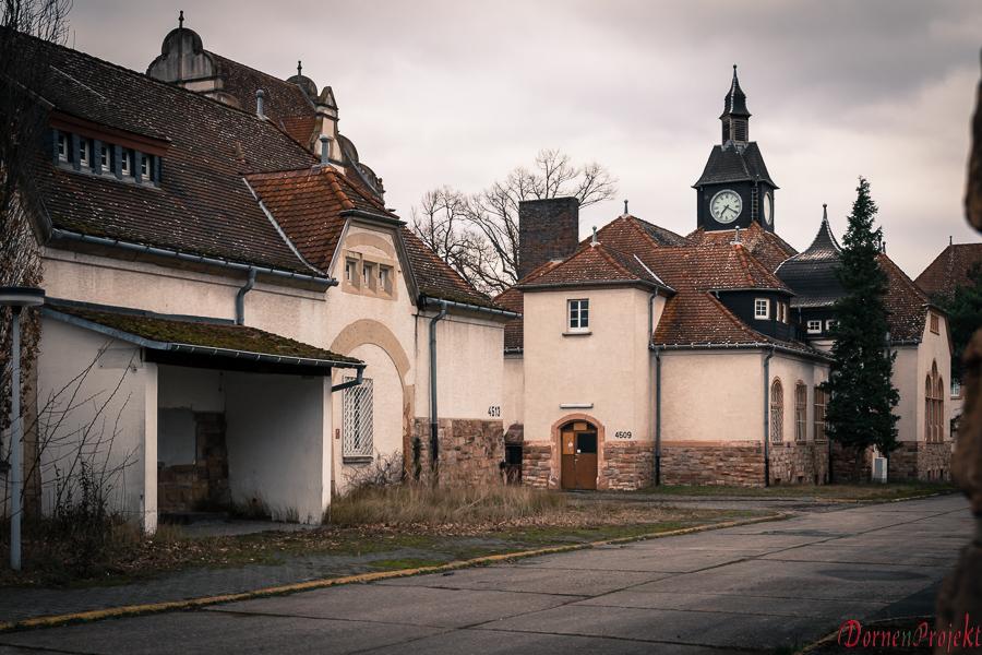 historische Gebäude auf dem Kasernengelände ©DornenProjekt Lost Place